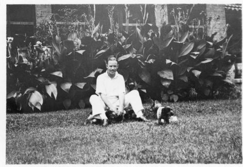 img099-Winston-in-the-garden