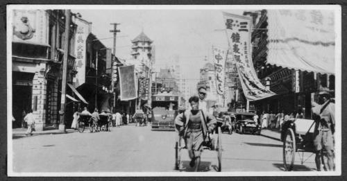 317 Shanghai-street-scene;-rickshaws