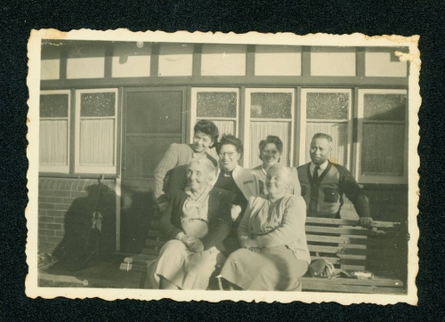 412 Barbara-Stephenson-and-Amy-Connolly-seated-with-Dalton-Gockbo-(Bo)-Liu-and-other-members-of-the-Liu-family