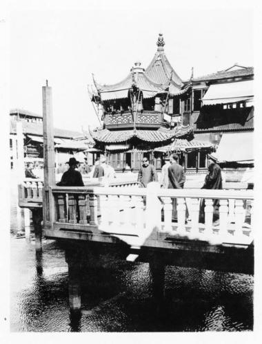img016-The-zigzag-bridge-at-Yuyuan-Garden