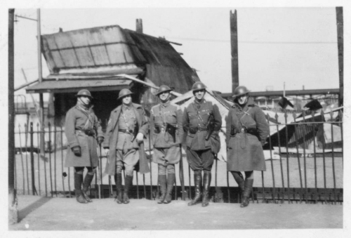img147-Soldiers-in-front-of-destroyed-buildings