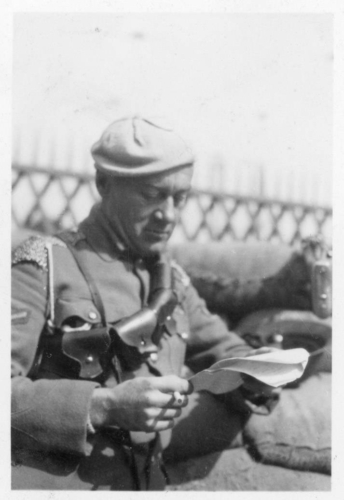 img161-White-Russian-soldier-with-unlit-cigarette