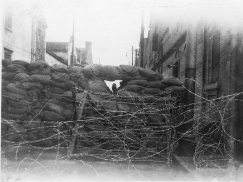 img204-Sandbag-and-barbed-wire-blockade