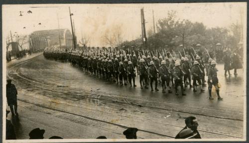 img617-British-troops-crossing-the-Garden-Bridge