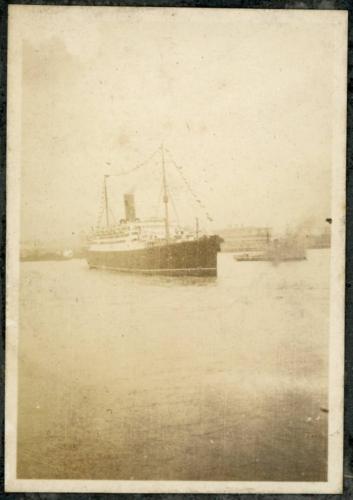 img635-Ship-on-the-Huangpu